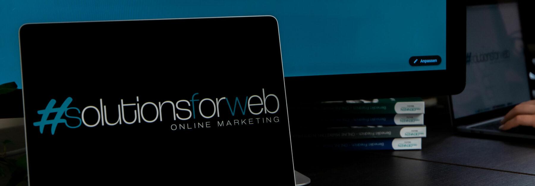 Leistungen-Header: Tablet-Ansicht Logo Solutions for web